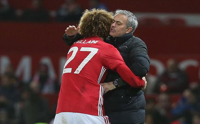 """Mourinho sợ mất Fellaini, thách đội nào """"máu"""" hơn Man United"""