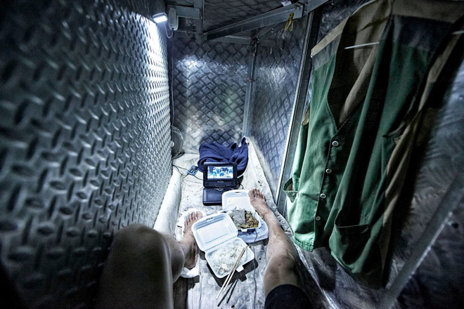 """24h qua ảnh: Cuộc sống tù túng trong nhà """"quan tài"""" ở Hồng Kông - Ảnh 7"""