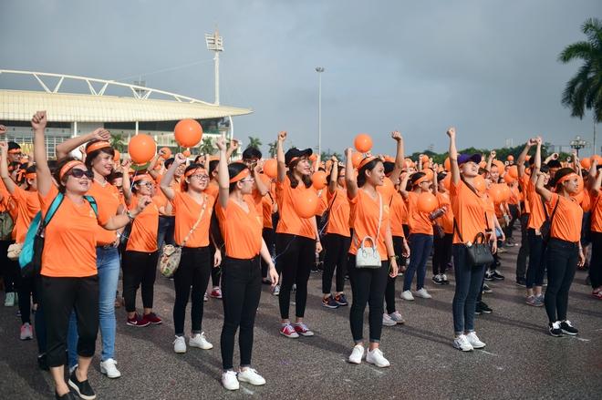 Hàng ngàn sinh viên xuống đường đi bộ vì nạn nhân da cam - Ảnh 9.
