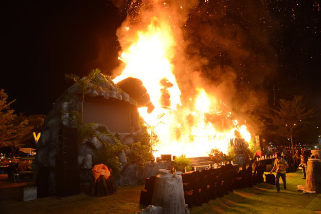"""Vụ cháy sân khấu """"Kong: Skull Island"""": Nguyễn Oanh sốc khi thang máy rơi tự do - Ảnh 1."""