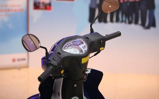 Cận cảnh chiếc xe máy có giá rẻ nhất Việt Nam - Ảnh 4.