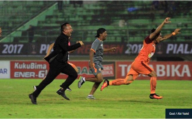 Thái Lan gục ngã sau màn rượt đuổi nghẹt thở với cơn mưa bàn thắng