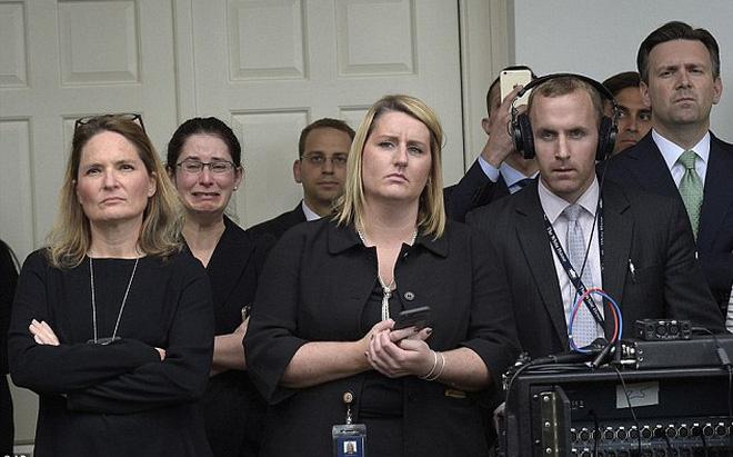24h qua ảnh: Nhân viên Nhà Trắng òa khóc khi chia tay Obama