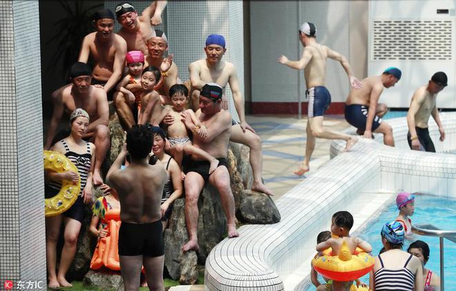 Chùm ảnh khác lạ về người Triều Tiên: Không phải lúc nào cũng kín cổng cao tường - Ảnh 4.