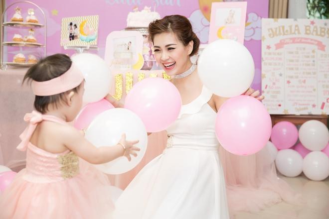 Chồng đại gia vắng mặt, Diễm Trang tự tay tổ chức sinh nhật cho con gái - Ảnh 10.