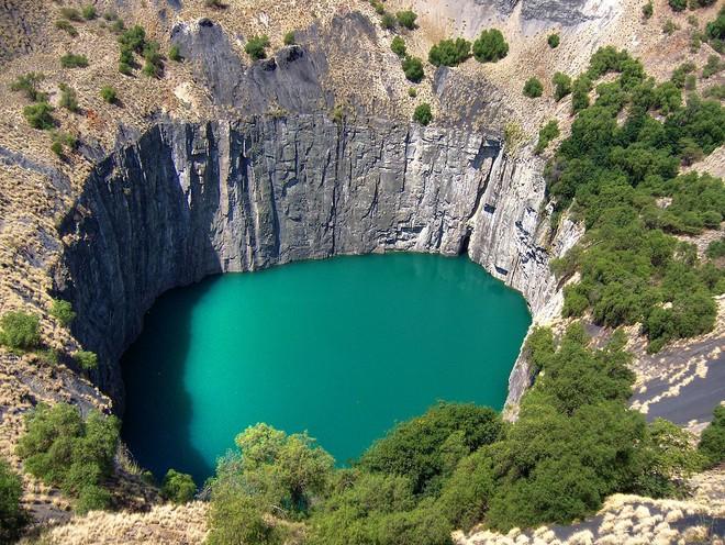Gần 3 tấn kim cương đã được đào lên từ một trong những hố sâu nhất hành tinh! - Ảnh 2.