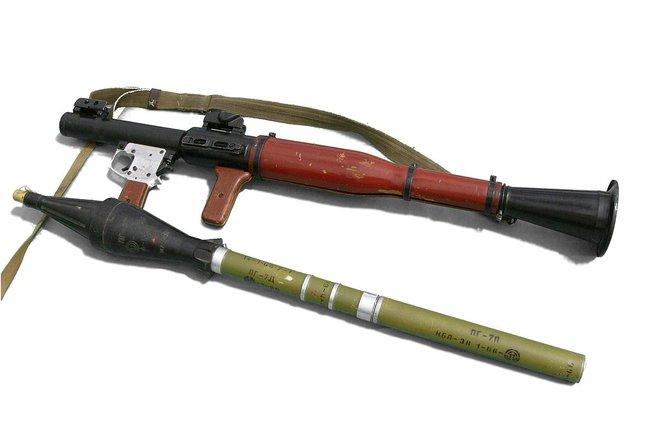 Những sự cố tức cười và rùng rợn khi bắn súng chống tăng RPG-7 - Ảnh 1.
