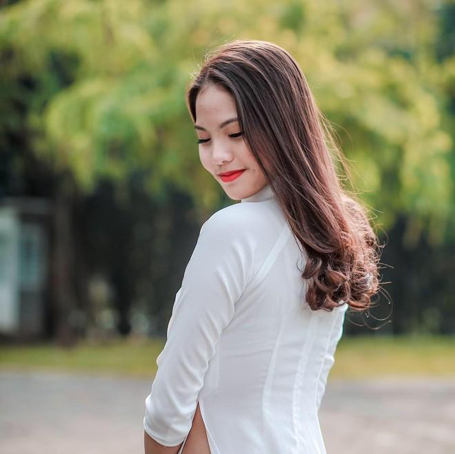Chân dung vợ hot girl kém 20 tuổi có sở thích đánh chồng của Chí Anh - Ảnh 4.