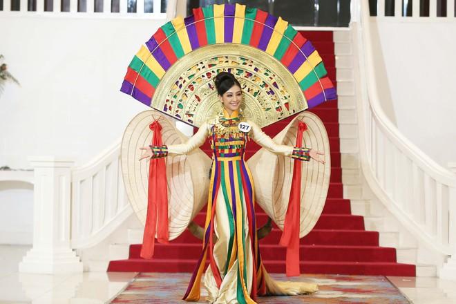 Hoa hậu Hoàn vũ Việt Nam tập 2: Thái độ vô kỷ luật của Mai Ngô gây ức chế - Ảnh 25.