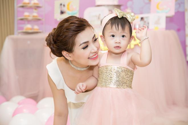 Chồng đại gia vắng mặt, Diễm Trang tự tay tổ chức sinh nhật cho con gái - Ảnh 11.