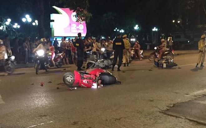 Hà Nội: Chạy chốt 141, nam thanh niên tông CSCĐ bất tỉnh