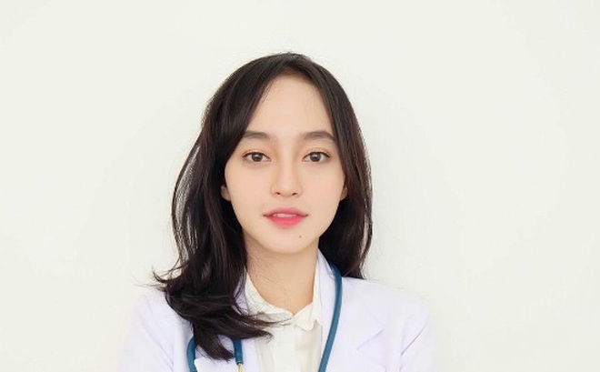 Đã xinh đẹp, lại còn vừa là bác sĩ, MC, người mẫu ảnh - kiếm đâu ra cô gái hoàn hảo vậy đây?