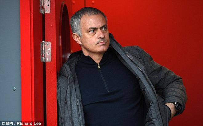 Mourinho hồ hởi với chiến thắng, buông lời khen Victor Valdes