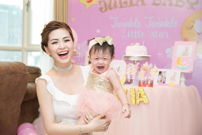 Chồng đại gia vắng mặt, Diễm Trang tự tay tổ chức sinh nhật cho con gái - Ảnh 3.