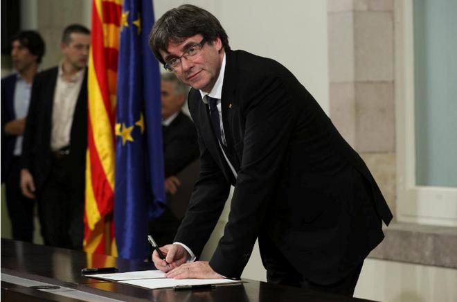 Ra tối hậu thư 8 ngày cho Catalonia, chính phủ Tây Ban Nha bắn 1 mũi tên trúng 2 đích? - Ảnh 2.