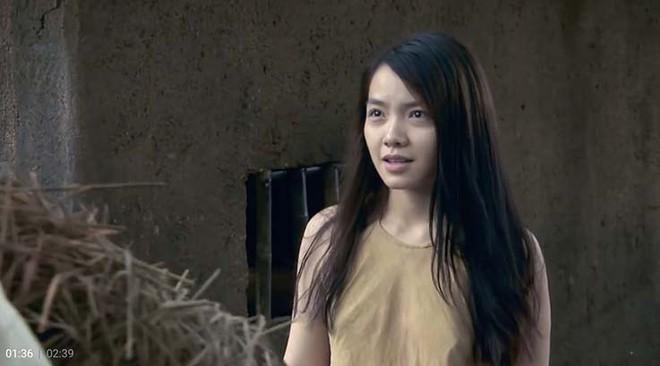 Phong cách sexy của cô gái đẹp nhất phim Việt mặc áo yếm đang gây tranh cãi - Ảnh 1.