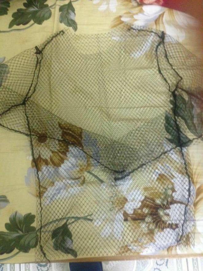Bỏ tiền mua áo thời trang, cô gái trẻ nhận về cả chiếc lưới đánh cá - Ảnh 2.
