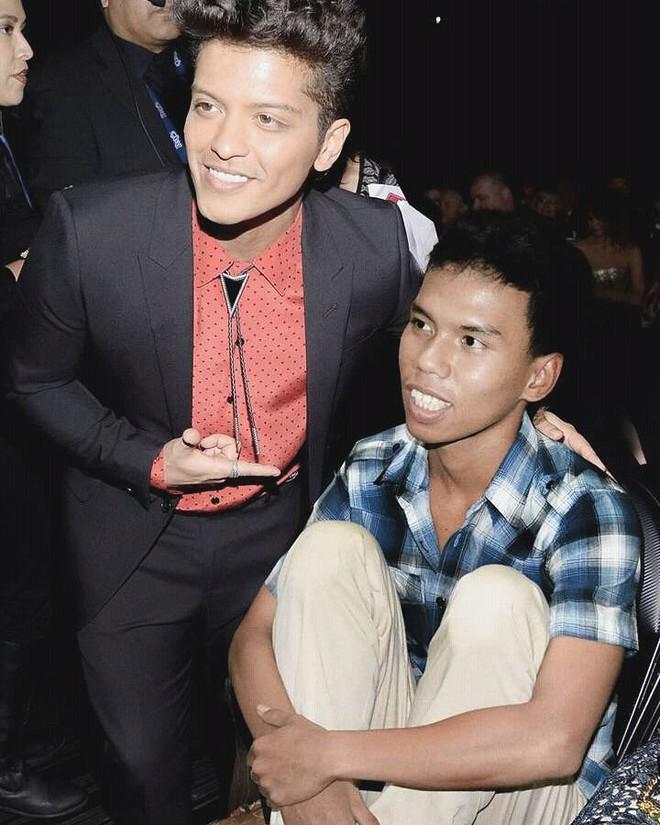 Chàng trai Indonesia 19 tuổi vinh dự xuất hiện trong loạt ảnh của siêu sao từ Âu sang Á - Ảnh 5.