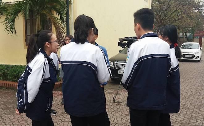 """Lời kể của 5 học sinh thi học sinh giỏi tỉnh """"tố"""" giám thị chép bài"""