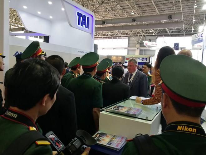 Tiêm kích Su-30SME rực sáng tại Triển lãm LIMA 2017: Gọi tên khách hàng đầu tiên? - Ảnh 3.
