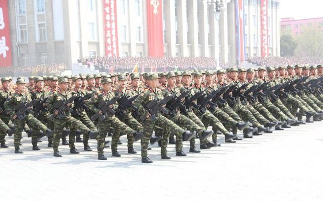 """Bất ngờ lớn: Quân đội Triều Tiên lột xác bằng """"súng trường công nghệ cao Hàn Quốc"""""""