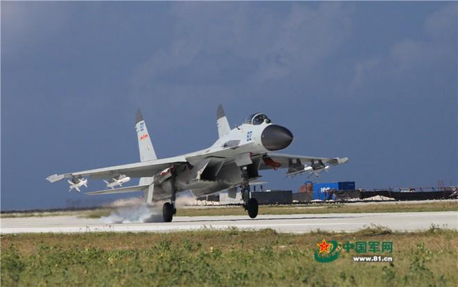 Có gì bất thường trong bức ảnh Trung Quốc dùng để tung hô năng lực phi công hải quân? - Ảnh 2.