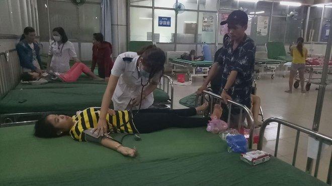 Người phụ nữ kể giây phút hai xe ô tô đấu đầu, 9 người bị thương - ảnh 2