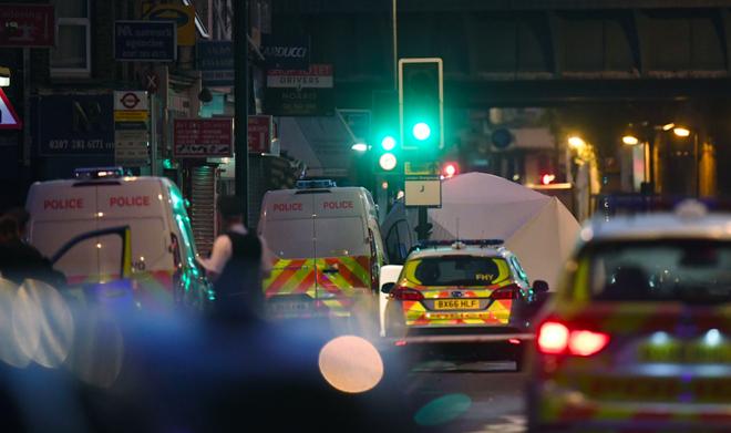 Vụ xe tải đâm vào đám đông ở London: Kẻ tấn công la hét giết hết người Hồi giáo - ảnh 1