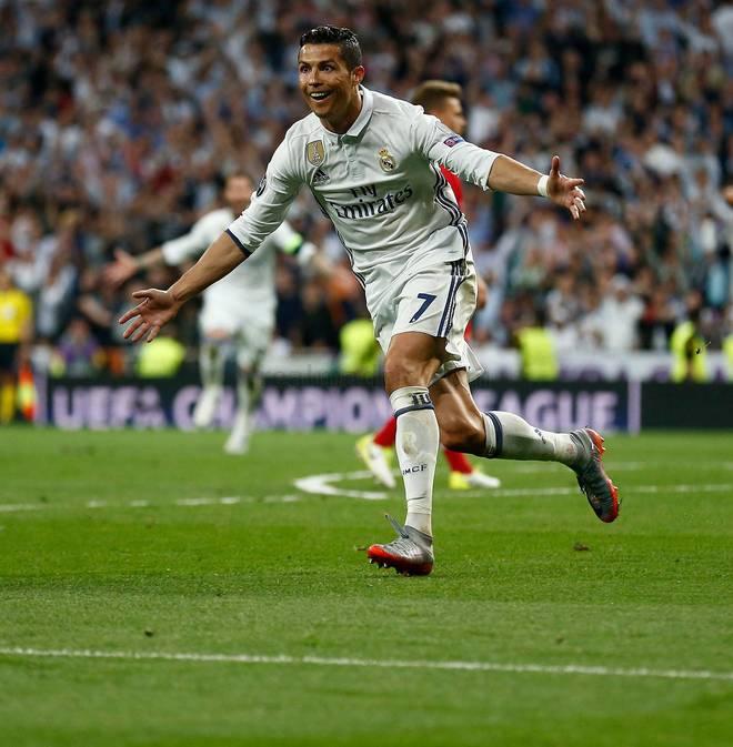 Khi Ronaldo gọi nhưng Messi không chịu trả lời - Ảnh 1.