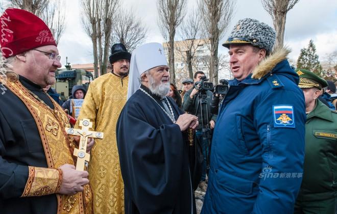 Đặc sắc nghi lễ ban phước cho vũ khí của Quân đội Nga - Ảnh 1.