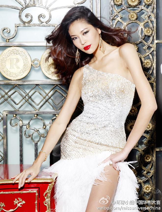 Sau vụ giật bồ Naomi Campbell, giờ Hoa hậu La Tử Lâm sống như thế nào? - Ảnh 2.