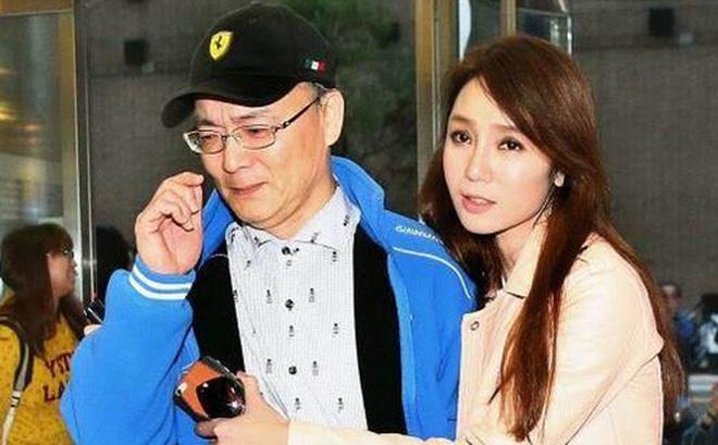 """Chồng Helen Thanh Đào: Chấp nhận 18 năm bị gọi là """"anh trai"""", bán nhà nghỉ việc để gây dựng sự nghiệp """"ảo"""" cho vợ"""
