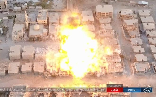 Bị dồn vào đường cùng, IS tuyệt vọng đánh bom liều chết làm nổ tung 2 dãy nhà
