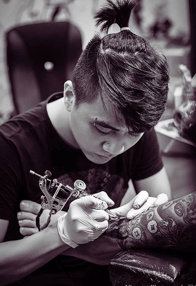 Chàng thợ xăm nổi tiếng Sài Gòn và câu chuyện đầy nước mắt về 3 hình xăm khi 16 tuổi - Ảnh 3.