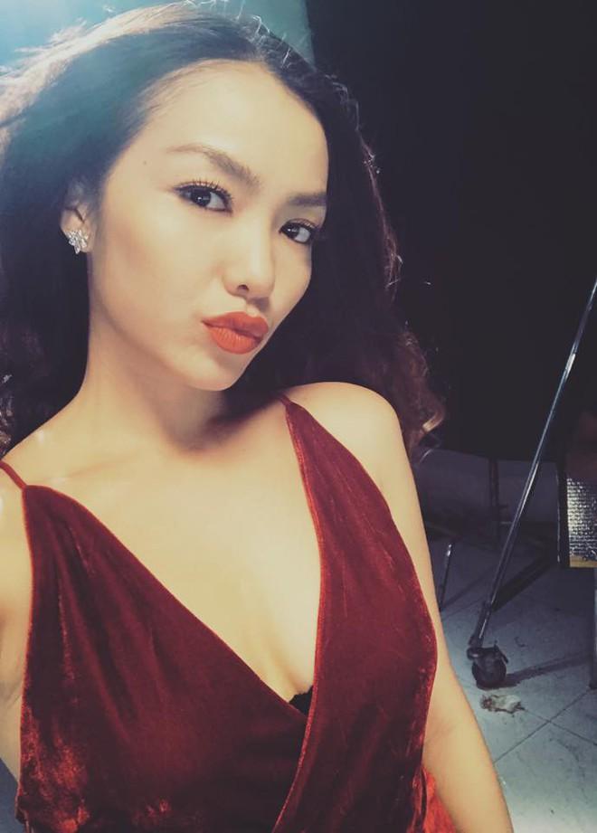 Phong cách sexy của cô gái đẹp nhất phim Việt mặc áo yếm đang gây tranh cãi - Ảnh 8.