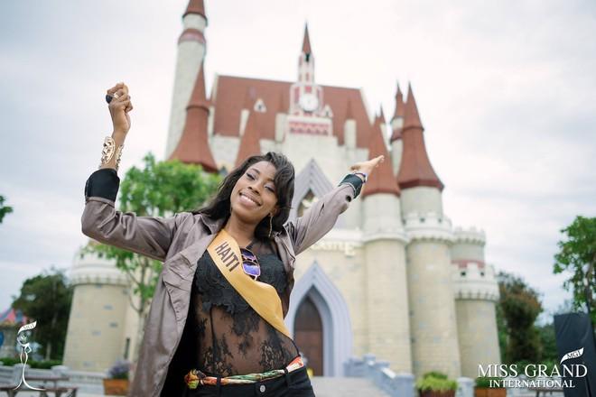 Nhan sắc gây sốc của nhiều thí sinh dự thi Hoa hậu Hoà Bình Quốc tế tại VN - Ảnh 2.