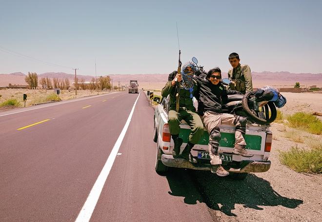 Chàng trai phượt bằng xe máy từ Việt Nam, vượt 20 nghìn km qua 23 quốc gia trong 150 ngày - Ảnh 11.