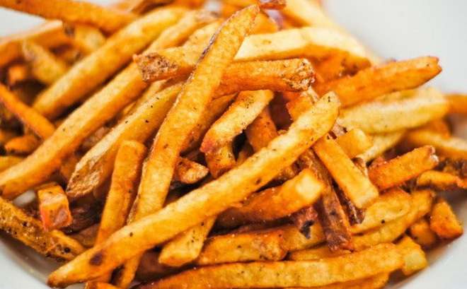 Các chuyên gia tiếp tục cảnh báo nguy cơ mắc ung thư cao do cách nấu khoai tây và bánh mì