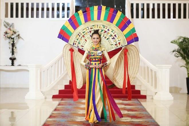 Hoa hậu Hoàn vũ Việt Nam tập 2: Thái độ vô kỷ luật của Mai Ngô gây ức chế - Ảnh 26.