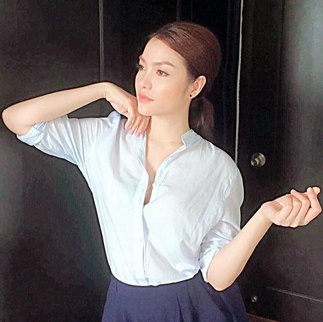 Phong cách sexy của cô gái đẹp nhất phim Việt mặc áo yếm đang gây tranh cãi - Ảnh 9.