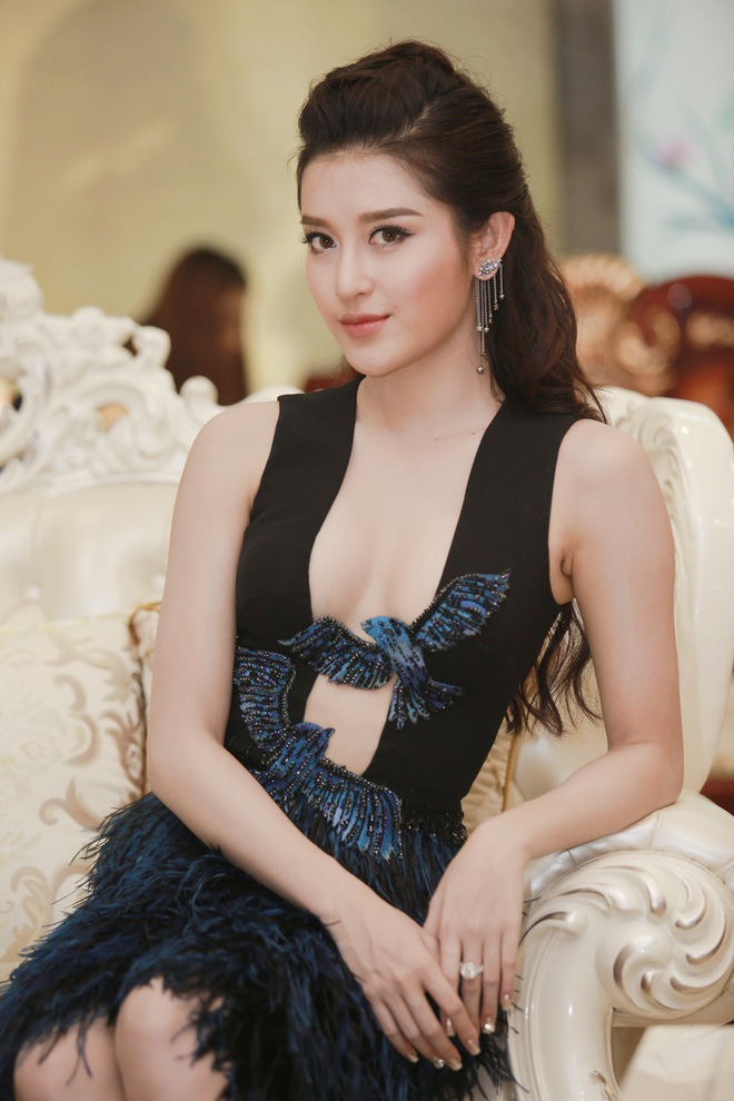 Á hậu Huyền My mặc táo bạo, tái xuất sau lùm xùm tại Hoa hậu Hòa bình Thế giới - Ảnh 4.