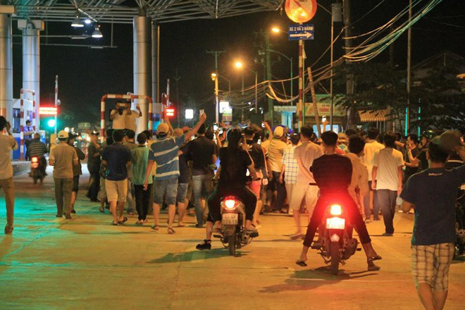 Người dân nấu gà, vịt sau khi Thủ tướng quyết định ngừng thu phí BOT Cai Lậy 1 tháng - Ảnh 7.