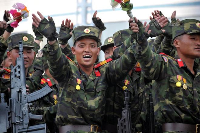 Bất ngờ lớn: Quân đội Triều Tiên lột xác bằng súng trường công nghệ cao Hàn Quốc - Ảnh 2.
