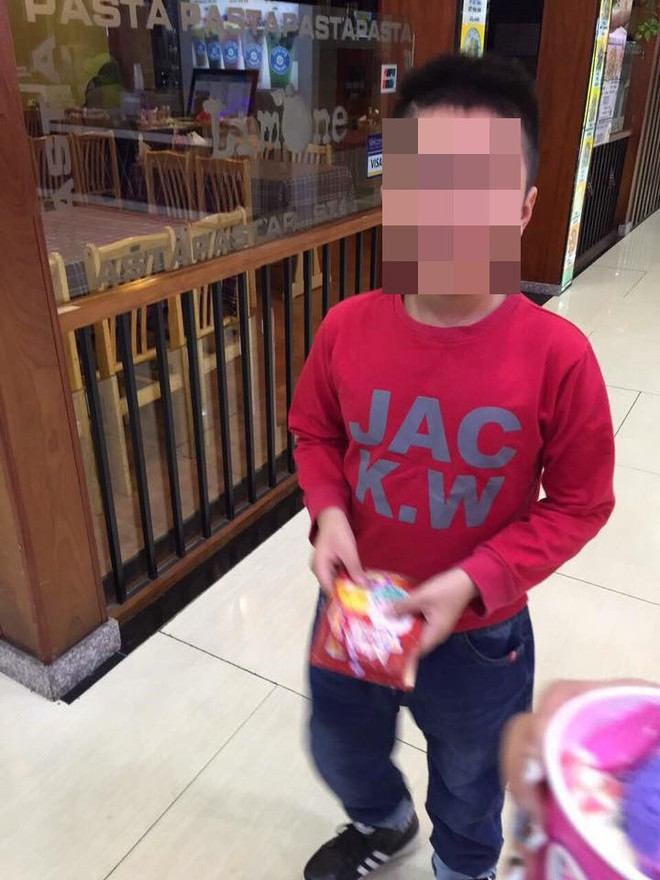 Mẹ kế bạo hành bé 10 tuổi: Đăng bảng điểm khen, thương con chồng trên facebook - ảnh 2