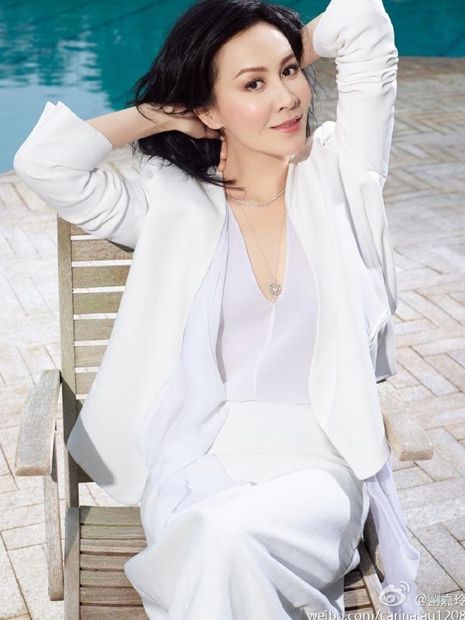 Vợ của Lương Triều Vỹ gây ngỡ ngàng vì nhan sắc gợi cảm dù đã 52 tuổi   - Ảnh 28.