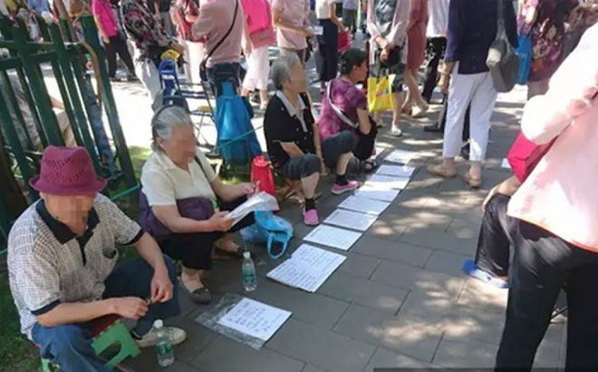 Bố mẹ mang con ra chợ định giá: Hiện tượng khốc liệt giữa thủ đô Bắc Kinh, TQ