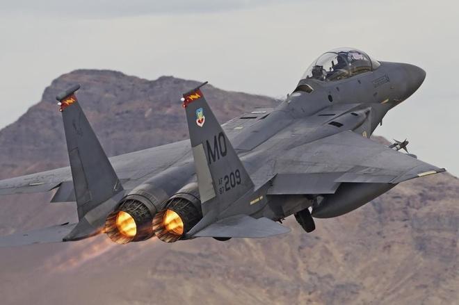 Lý do này khiến vũ khí Mỹ bị đối tác e ngại dù được... cho không - Ảnh 3.