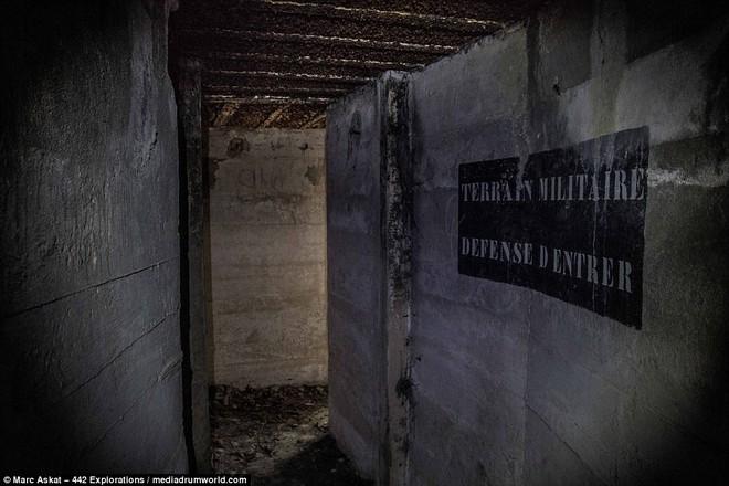 Thâm nhập hầm trú ẩn bí mật của Hitler sâu 30m dưới lòng đất: Đội thám hiểm bị ám ảnh - Ảnh 8.