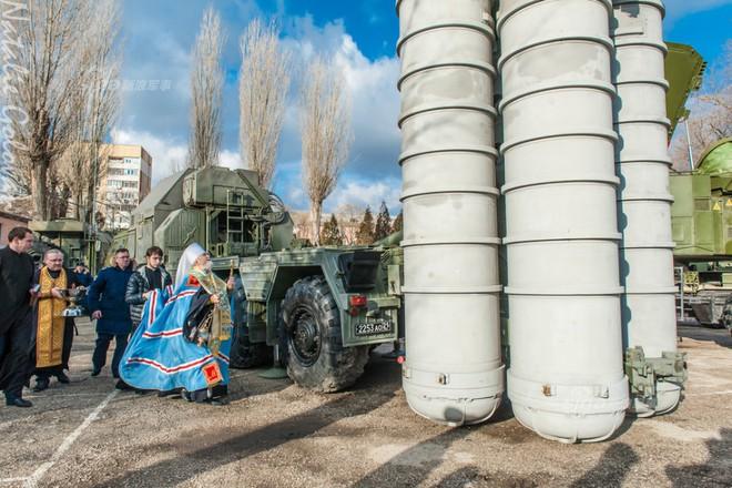 Đặc sắc nghi lễ ban phước cho vũ khí của Quân đội Nga - Ảnh 2.