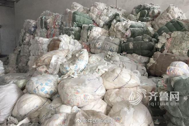Tã giấy người lớn sản xuất từ phế liệu bốc mùi, mang mầm bệnh hại người tiêu dùng - Ảnh 1.